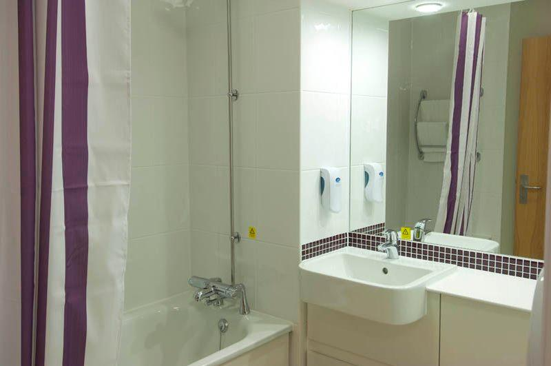 Premier inn liverpool city centre liverpool one hotel for Bathrooms liverpool