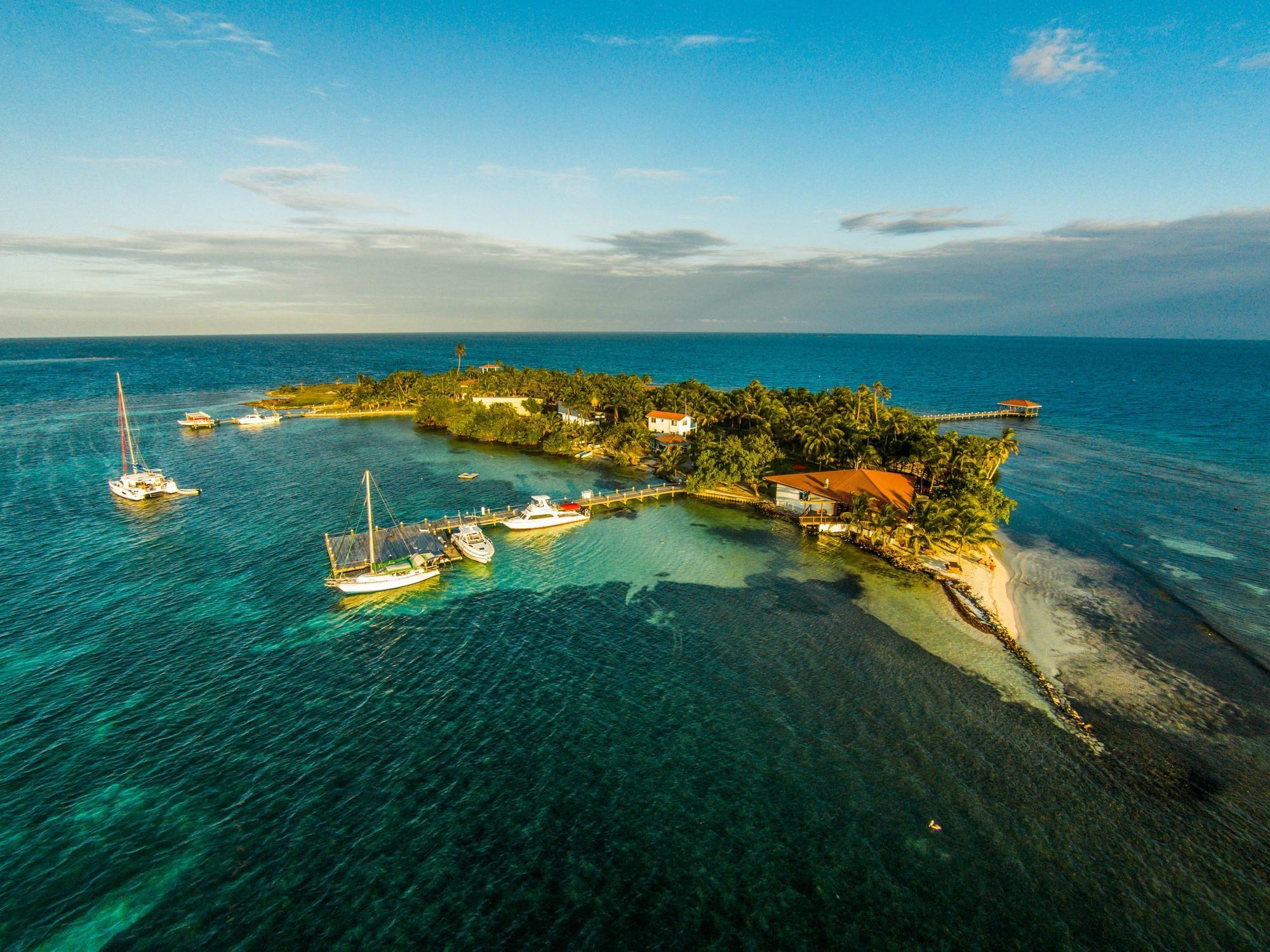 Hatchet Caye Resort
