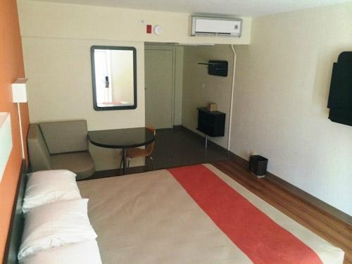 모텔 6 브롤리, 캘리포니아