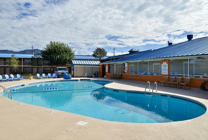 Magnuson Hotel and Suites Alamogordo