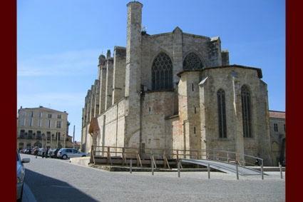 Cathedrale Saint Pierre et son Cloitre