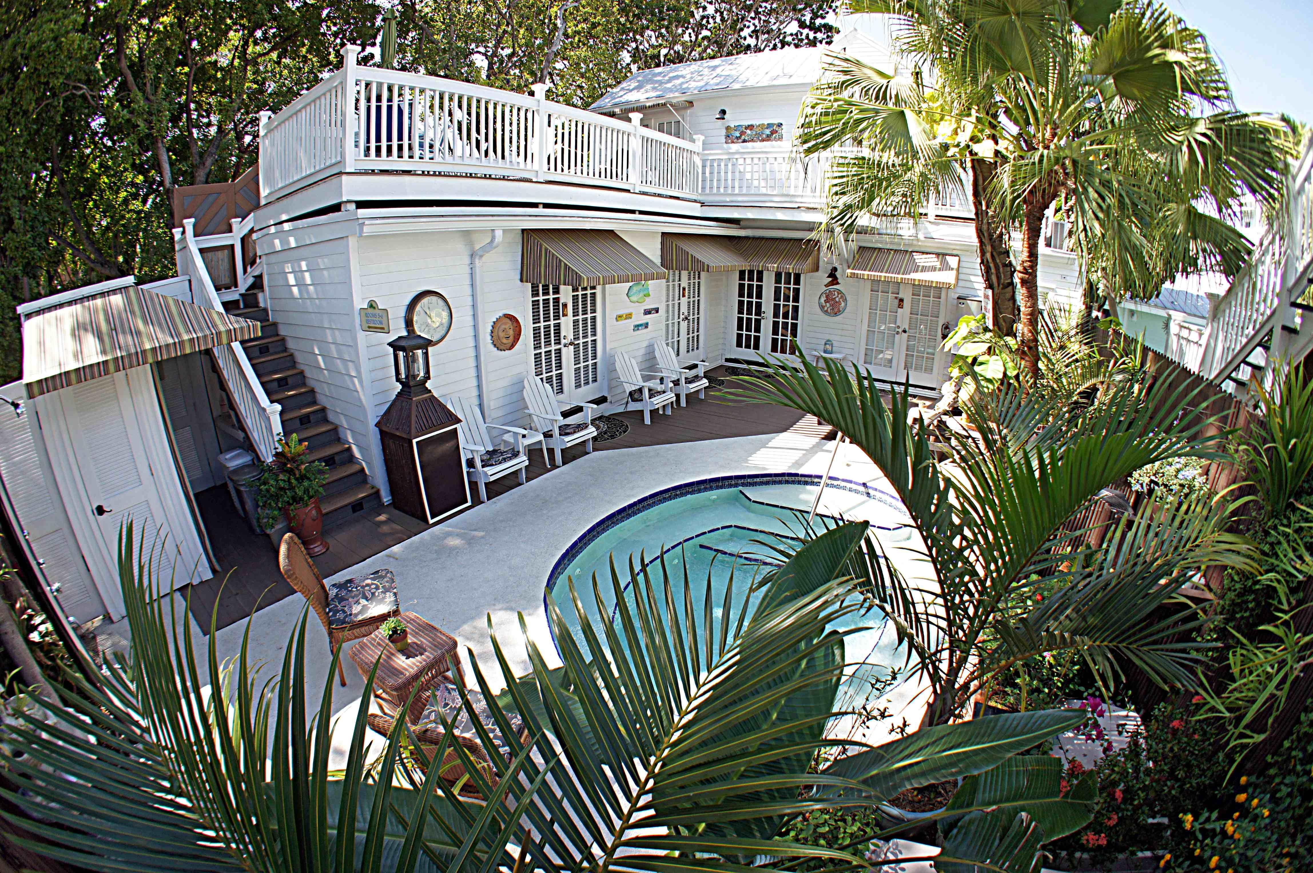 Seascape Tropical Inn