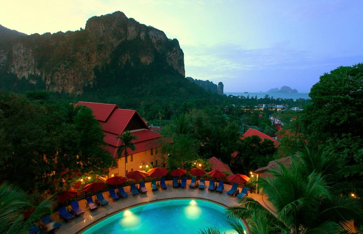 Vogue Resort & Spa