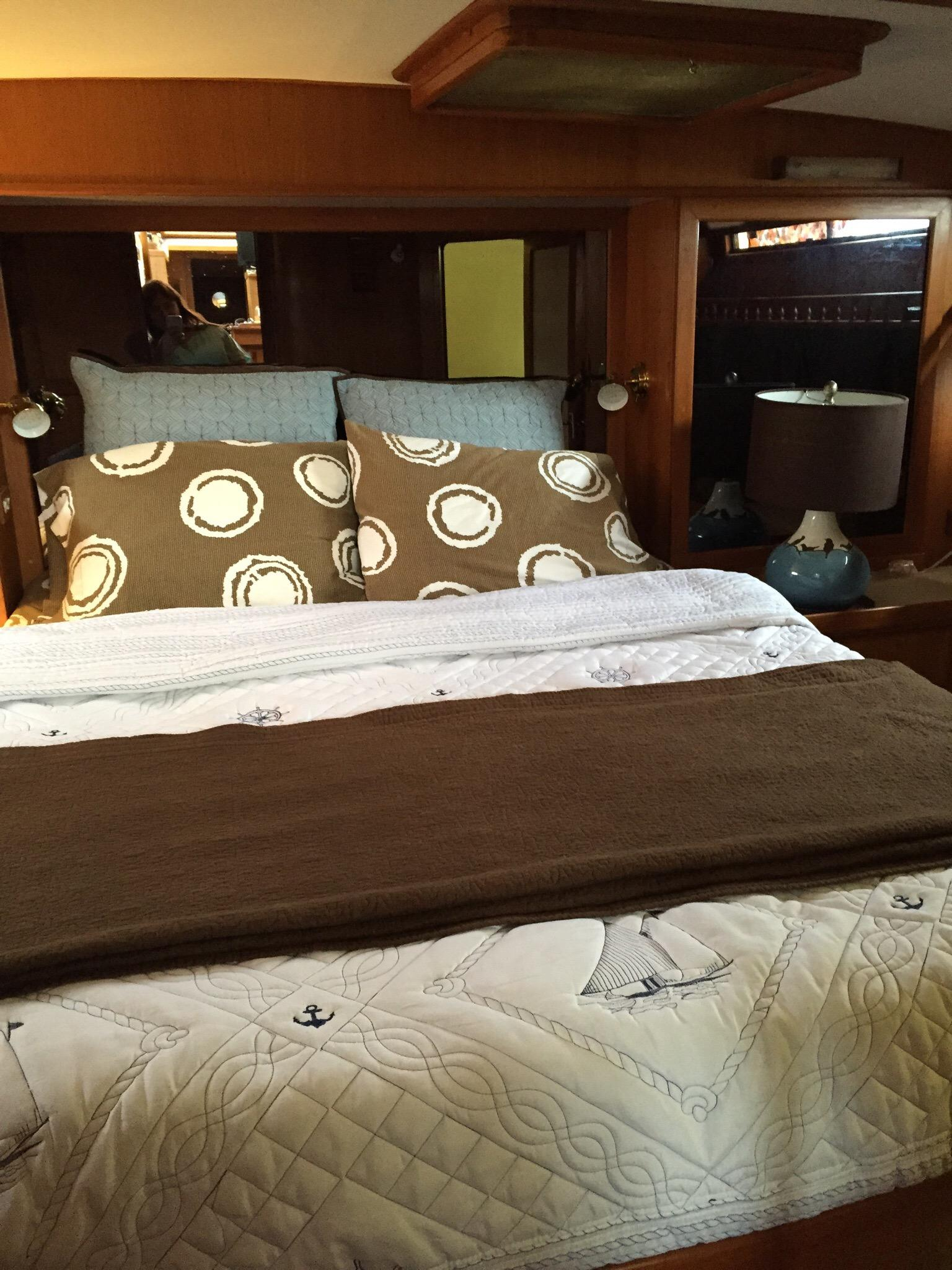 Green Turtle Floating Bed and Breakfast