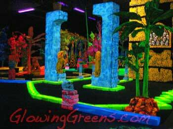 ‪Glowing Greens Miniature Golf‬