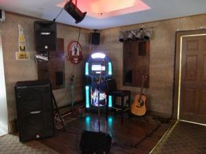 Julia's Lounge