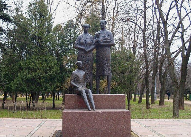 Памятник Скала с колотыми гранями Олонец