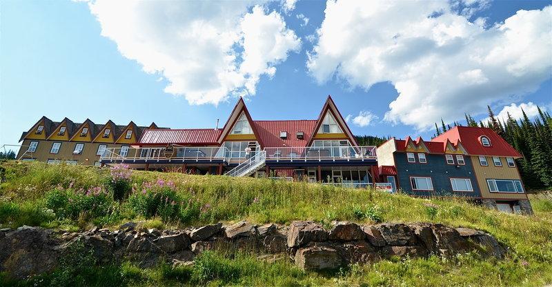 The Pinnacles Suite Hotel