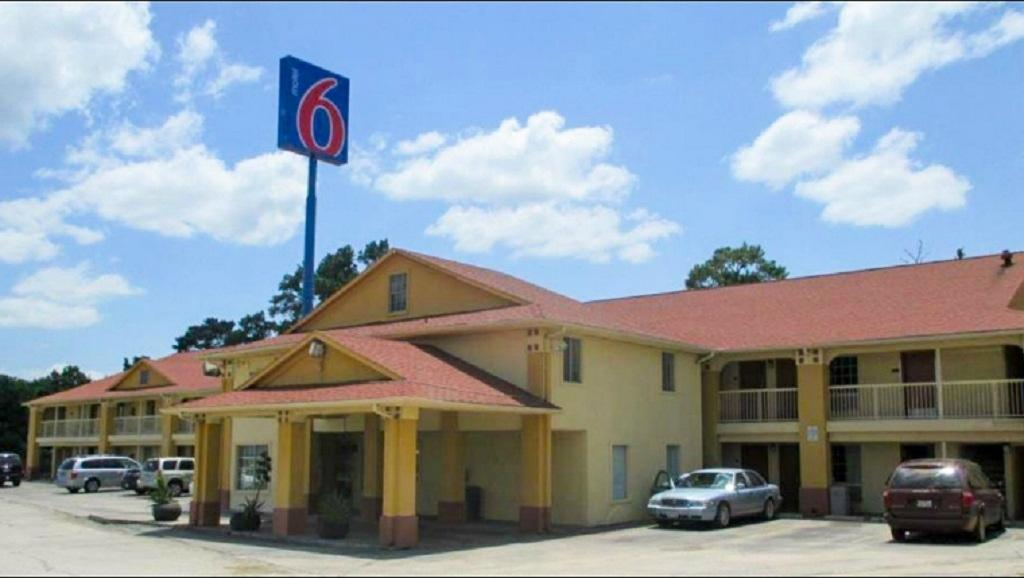 Motel 6 Livingston TX