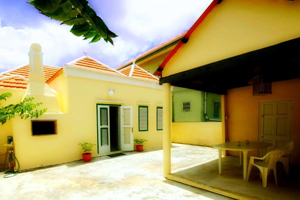 Poppy Hostel Curacao