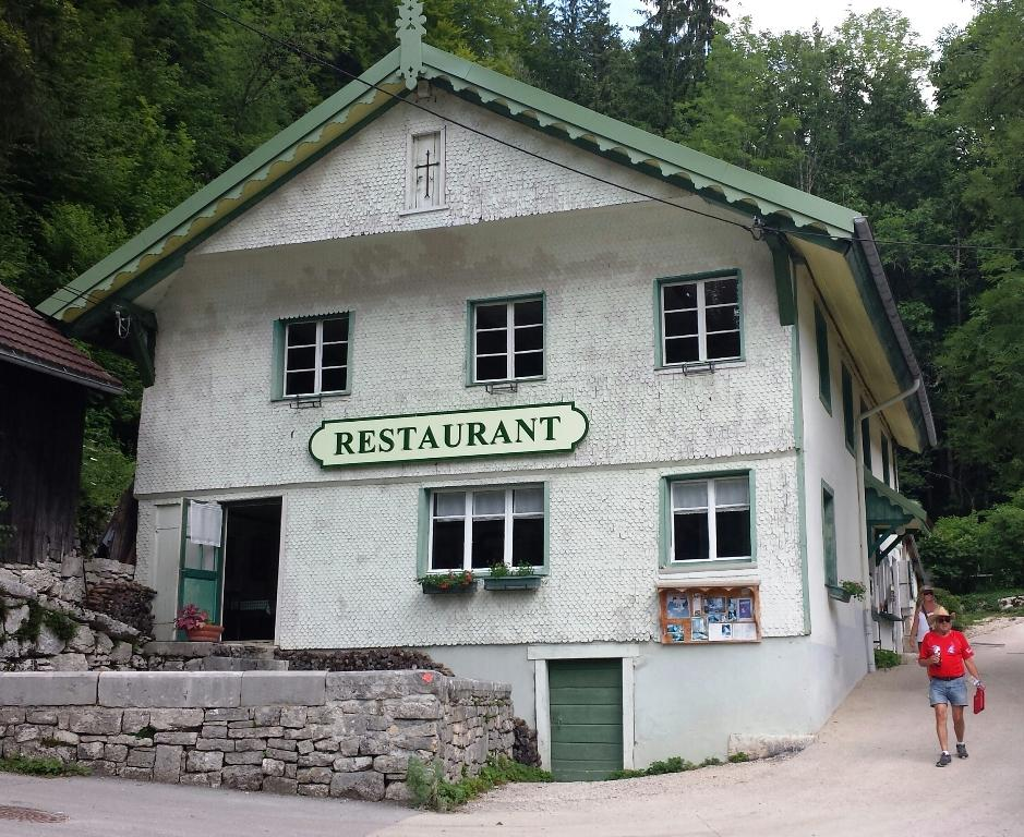 restaurant l absinthe restaurant du saut du doubs dans villers le lac avec cuisine fran 231 aise