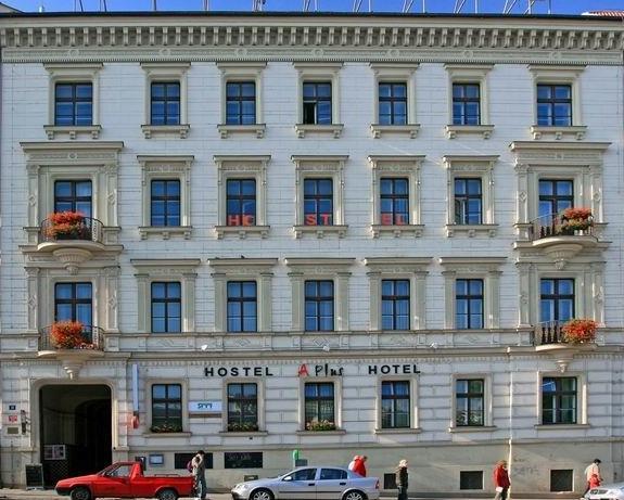 A Plus Hostal & Hotel