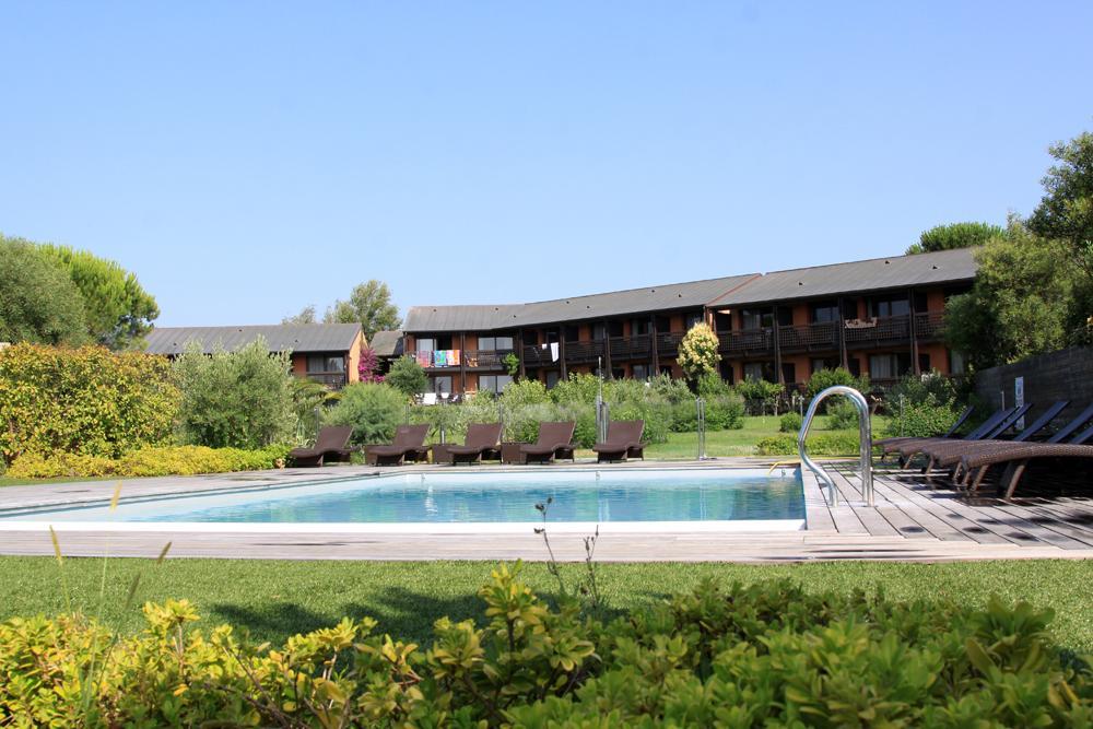 H tel castell 39 verde resort santa giulia france voir for Piscine 08
