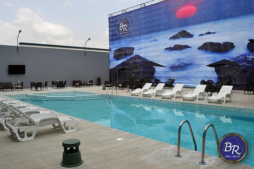 Blue rock complex abidjan elfenbenskysten anmeldelser for Club piscine prix thermopompe
