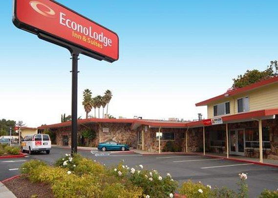 Econo Lodge Inn & Suites Oakland Airport