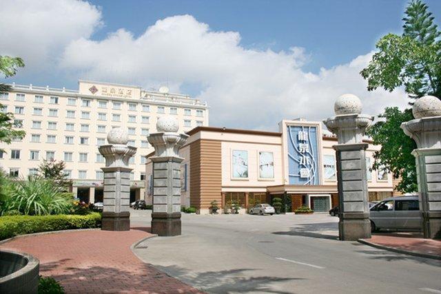 โรงแรมดราก้อน สปริง