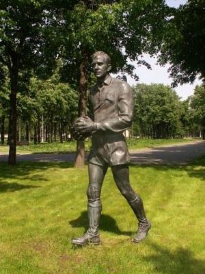 Monument Lev Yashin in Luzhniki