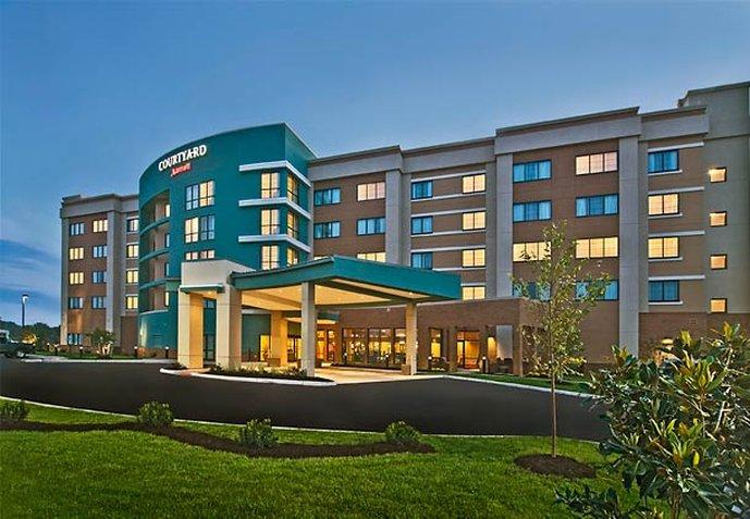 ‪Courtyard by Marriott Newport News Airport‬