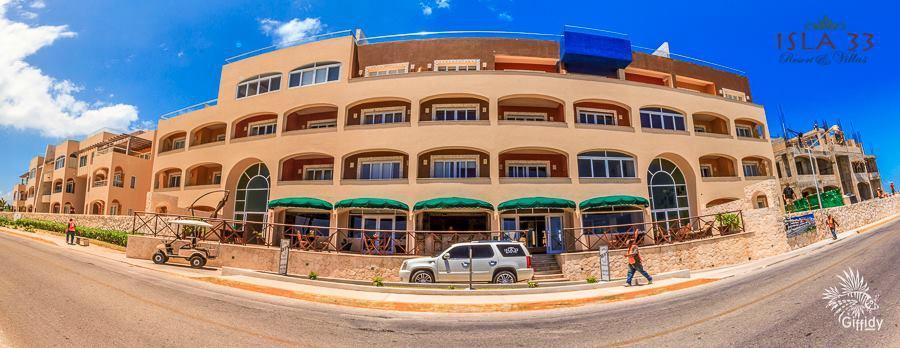Isla 33 Resort & Villas