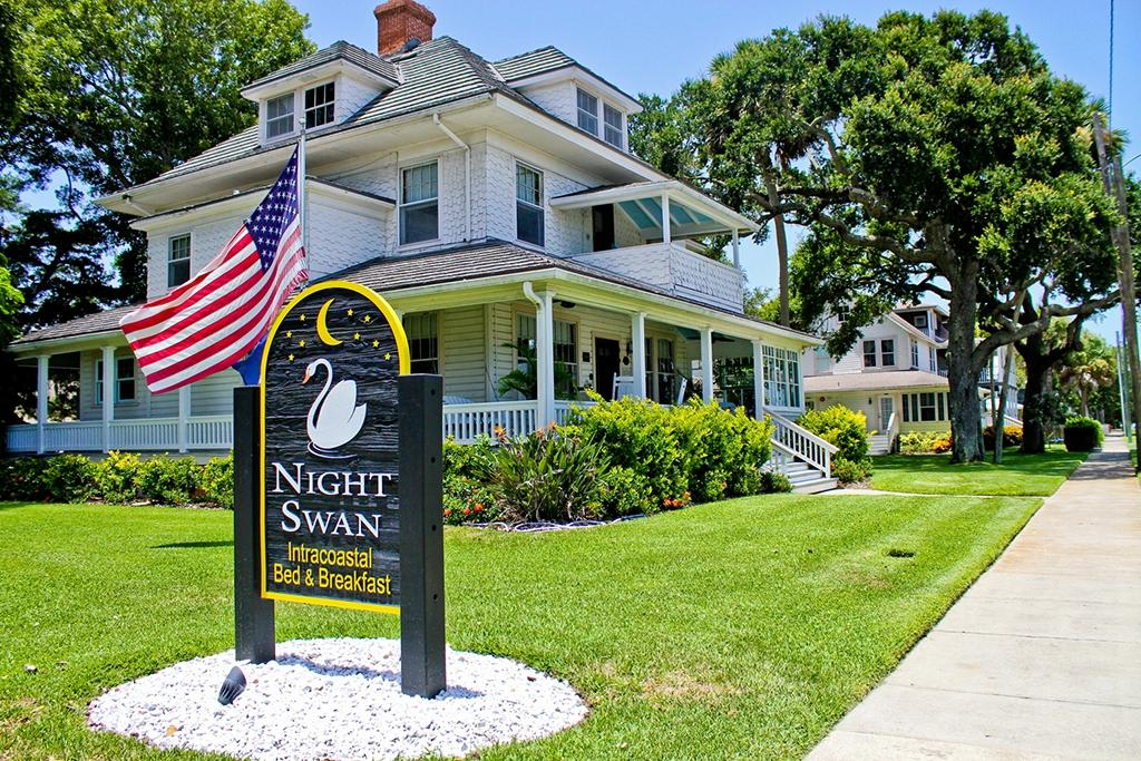 ‪Night Swan Intracoastal Bed and Breakfast‬