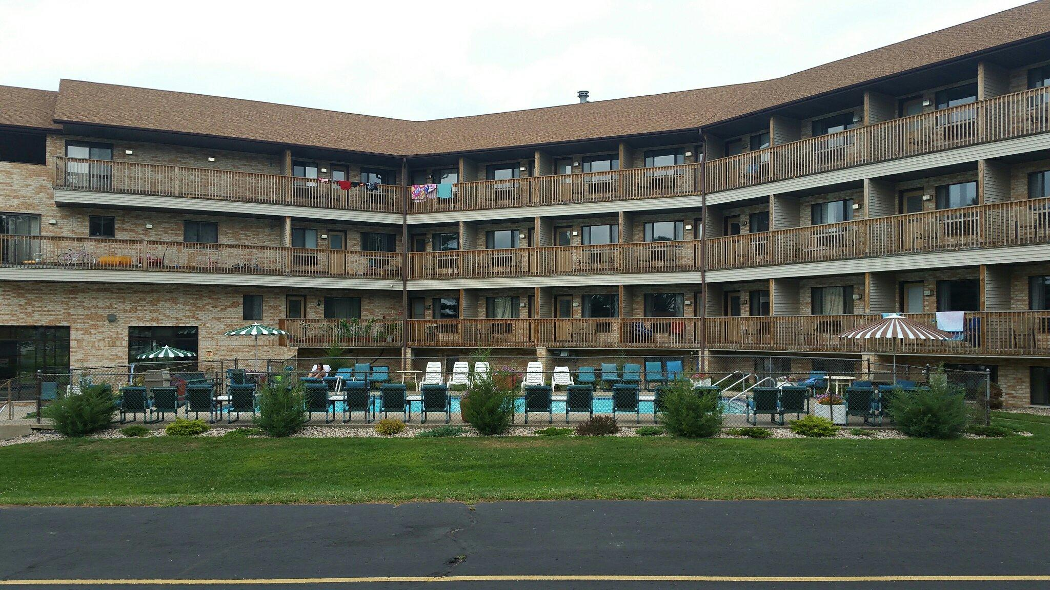 Aloha Beach Resort & Suites