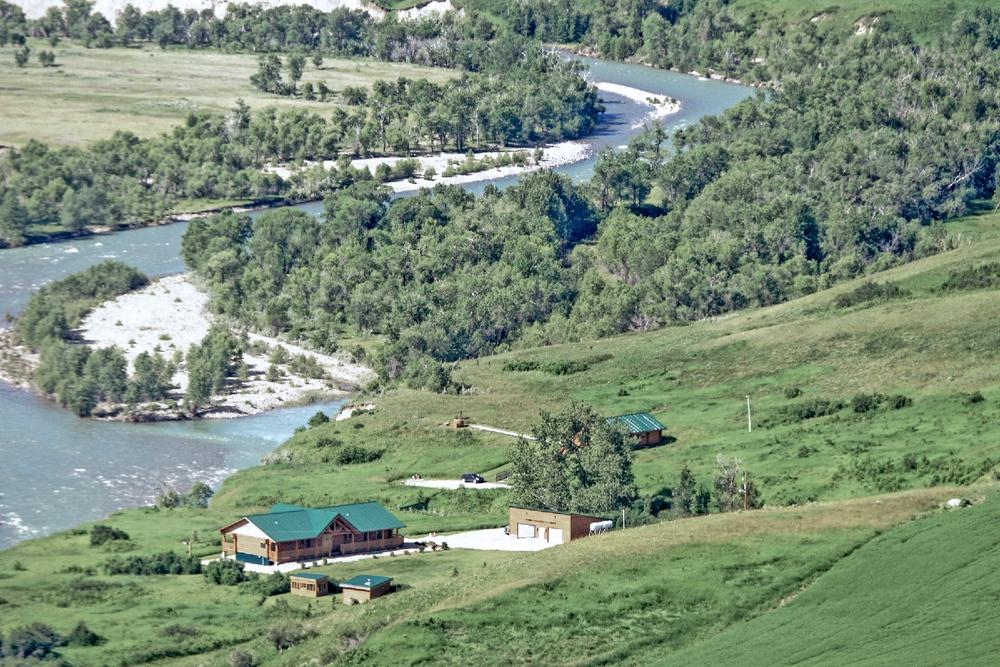 ‪Waterton River Suites‬