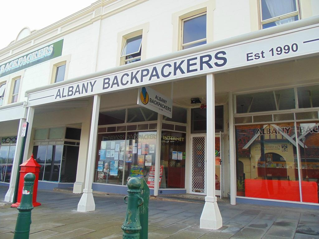 ‪Albany Backpackers‬