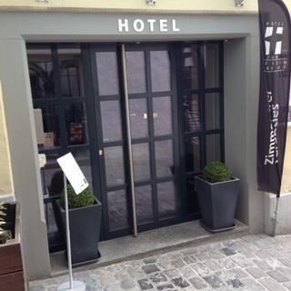โรงแรม ซุมไวส์เซินครอยซ์