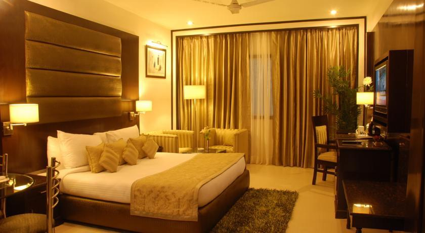 Best Hotels Near The Delhi Airport - 14 x 11 bedroom design