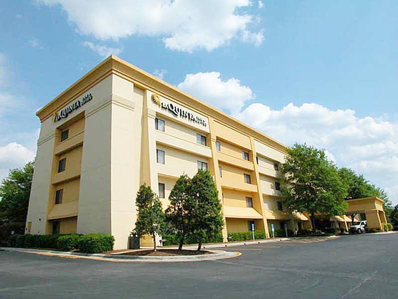聖路易斯黑茲爾伍德拉昆塔套房飯店
