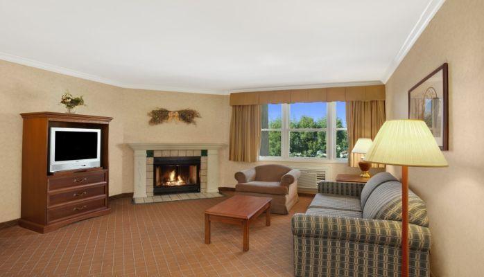 Camarillo Executive Inn & Suites