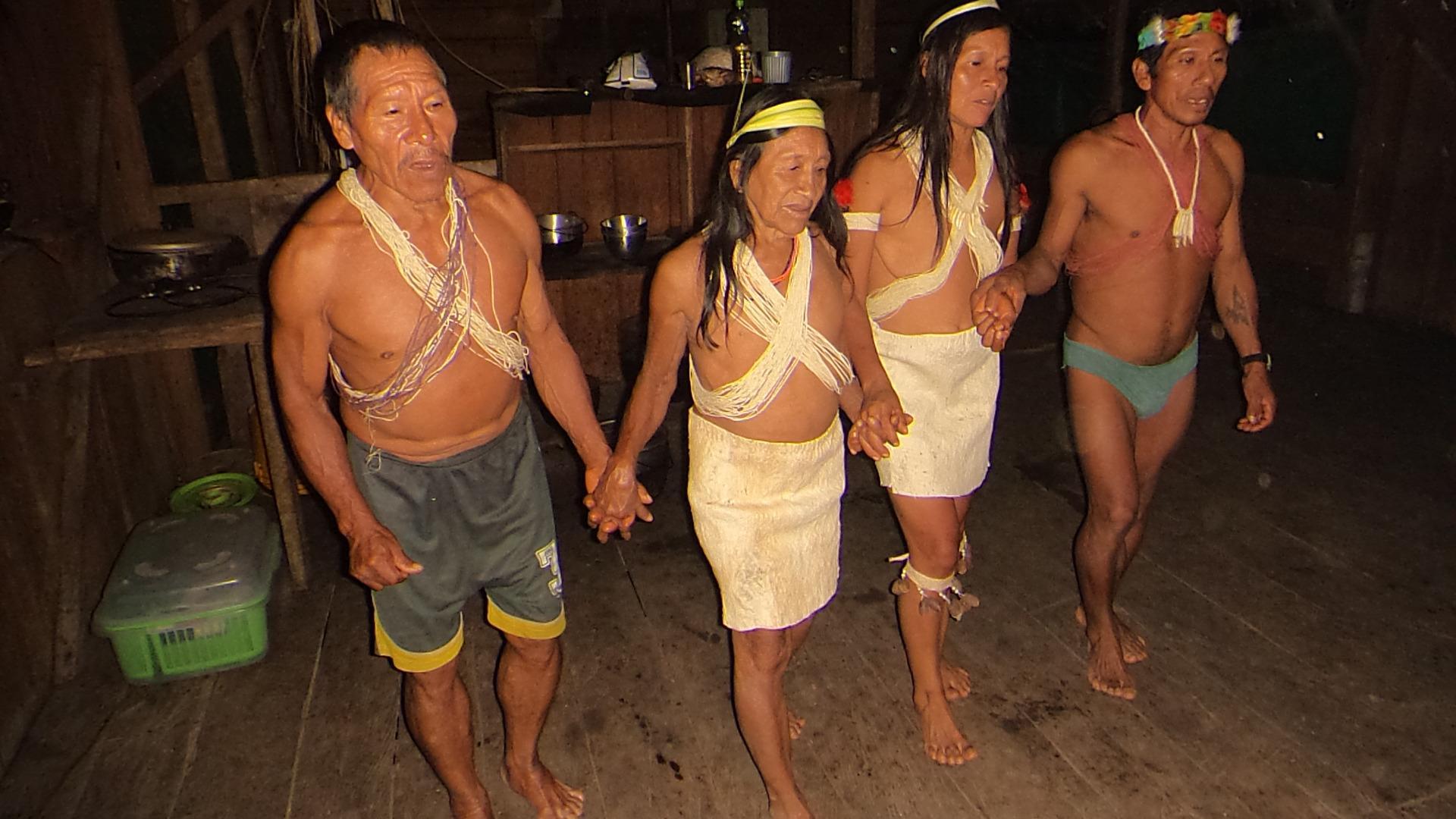 Wahoranis gerreros danzando