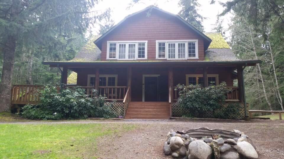 The Lodge Near Mount Rainier