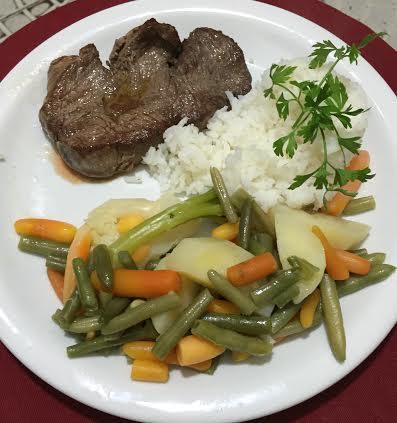 Filé de carne com legumes