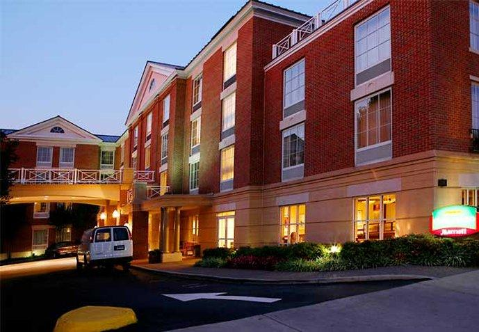‪Courtyard by Marriott Charlottesville - University Medical Center‬