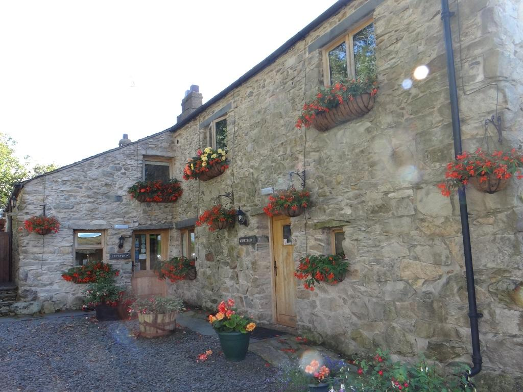 Wayside Guest Accommodation and Whisky Barn