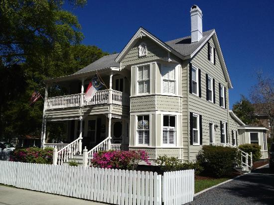 Captain Newton's Inn