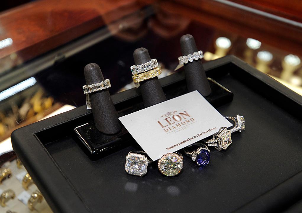 Leon Diamond Best jewelry store IN NYC
