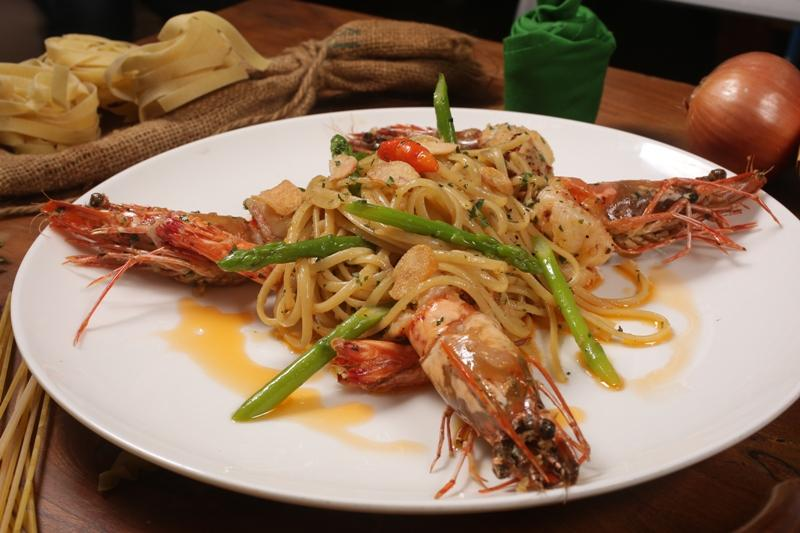 Al dente kitchen and bar kuta restaurant reviews phone for Q kitchen pasta buffet