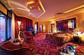 河濱皇家飯店