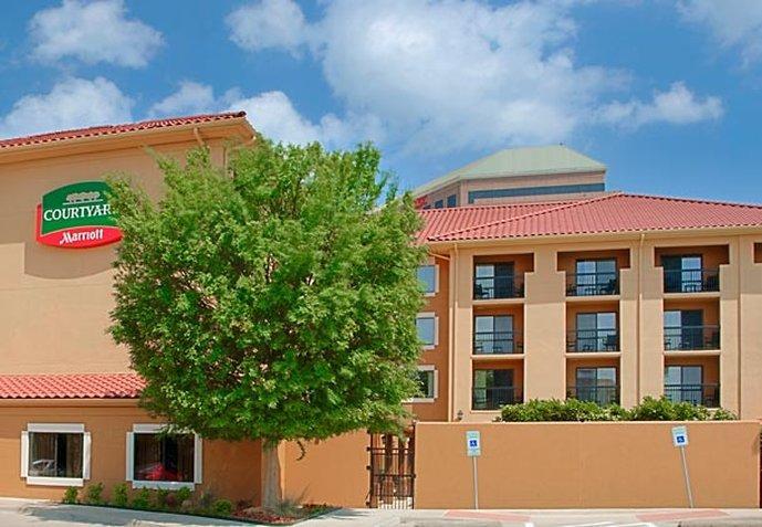 Courtyard Fort Worth I-30 West Near NAS JRB
