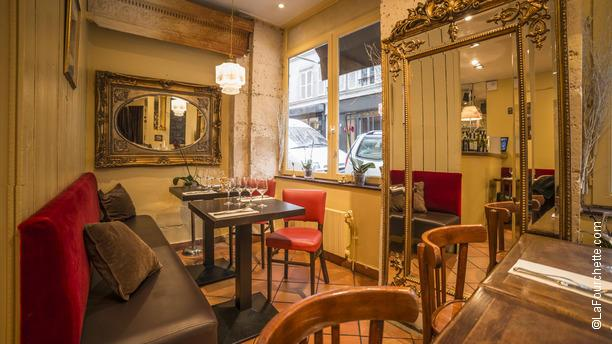 Le restaurant paris montmartre 32 rue veron montmartre for Le miroir restaurant montmartre