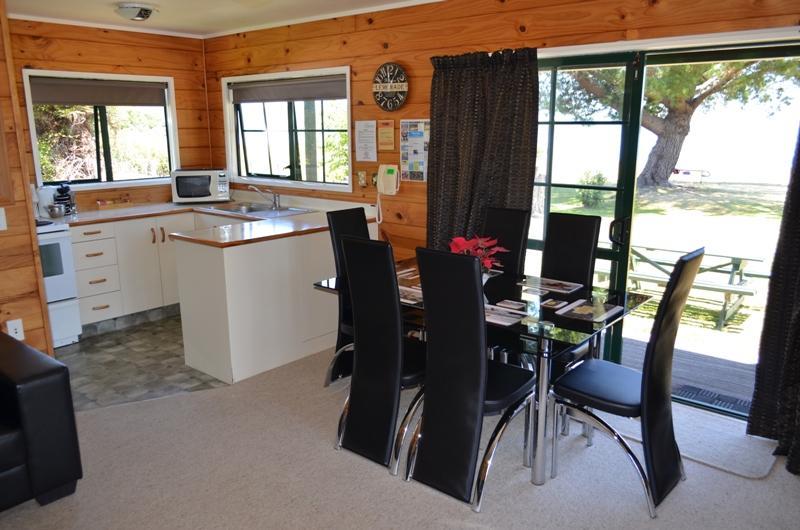 Cedarwood lakeside rotorua arvostelut sek for Terrace kitchen rotorua
