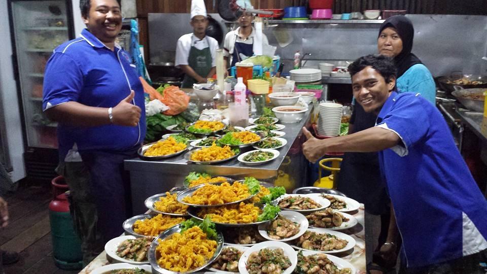 Image result for Restoran Seafood di Muara Sungai Pendas