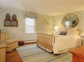 The Blushing Oyster Bed & Breakfast