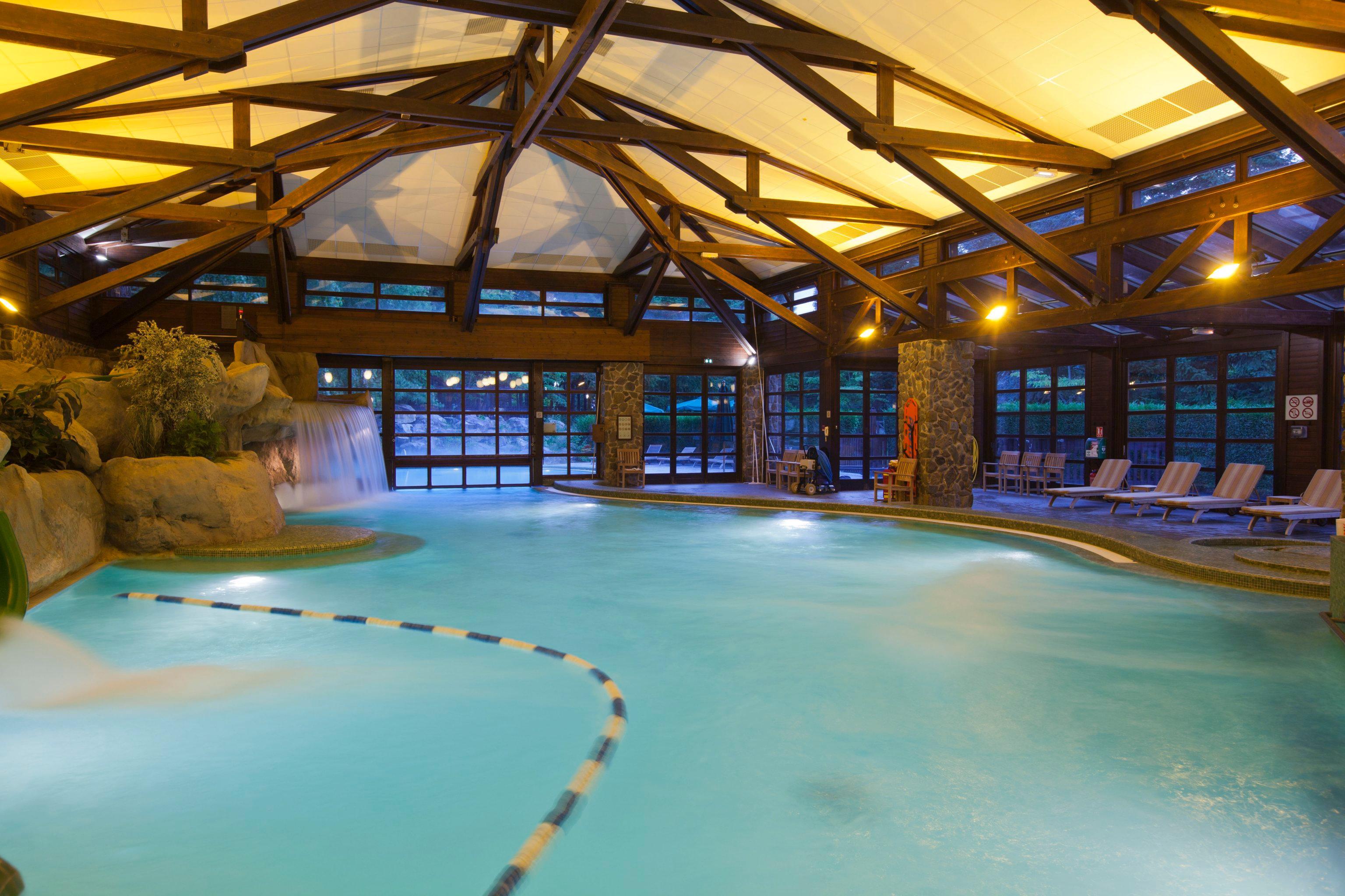 Disney 39 s sequoia lodge paris marne la vallee 2018 hotel for Piscine sequoia lodge