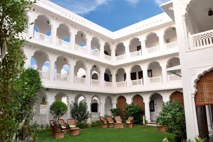 WelcomHeritage Sirsi Haveli