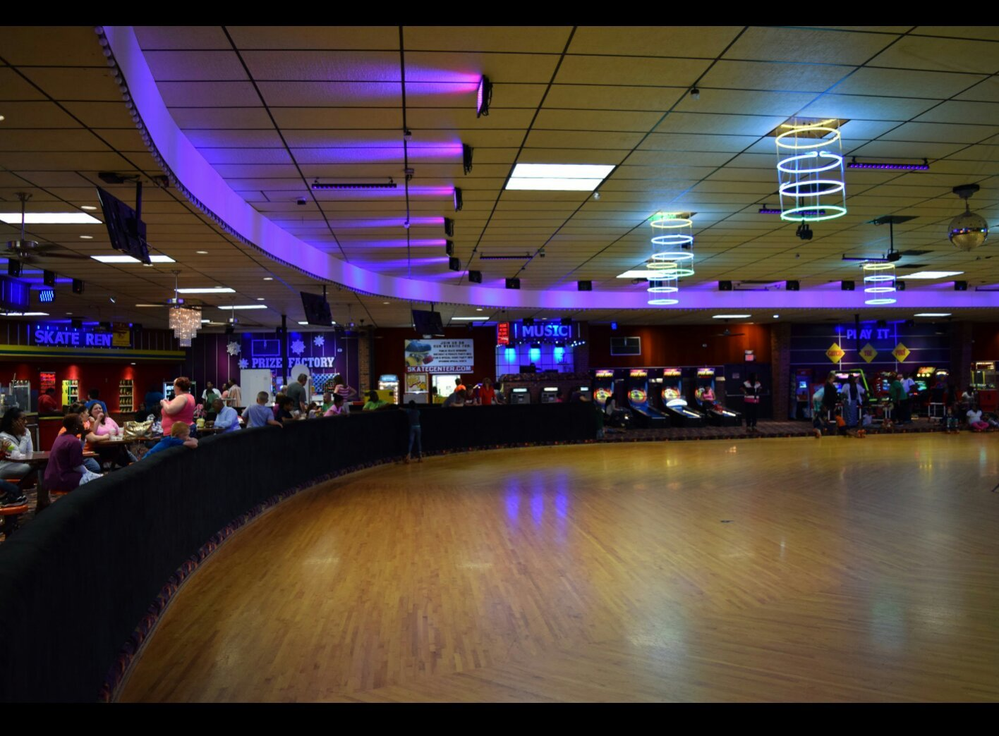 Very nice rink.  I had a lot of fun. The people were really nice!! Rivergate Skate Center