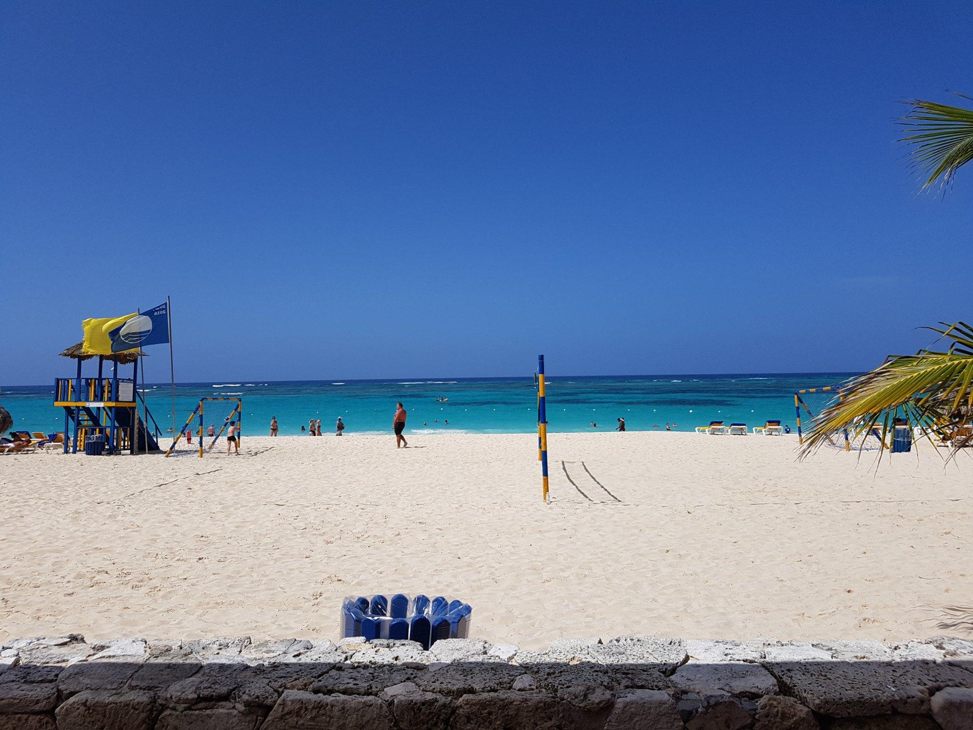 Sur le bord de la plage