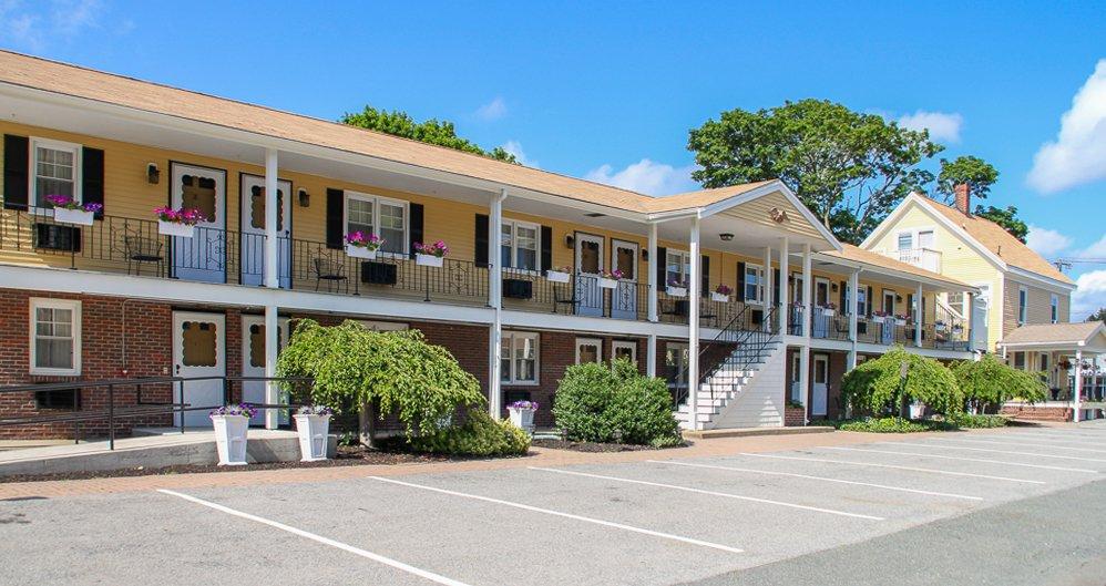 Beverly Garden Suites